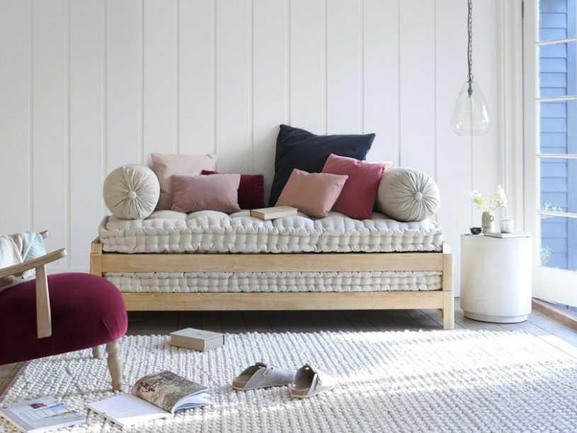 Кушетка со спальным местом: интересные модели и грамотный выбор кушетки. Реально ли сделать спальное место из кушетки?
