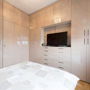 Угловой шкаф в спальню: советы по выбору и правила применения угловых моделей шкафов